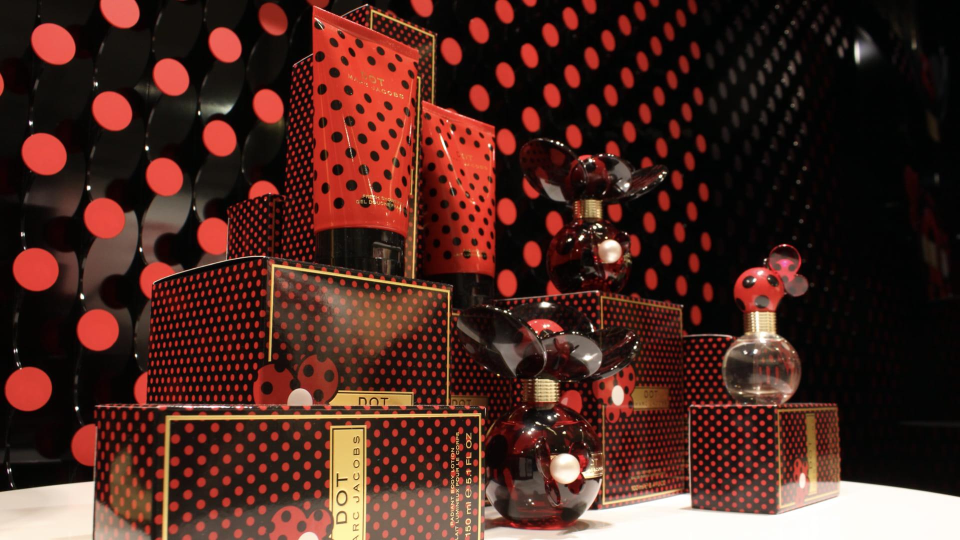 DOT Perfume Window Product Placement LIGANOVA